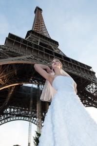 Trocadero, paris, engagement photoshoot wedding dress by Celine Hetroit creation, french stylist. Photographer Anais Chaine photography.