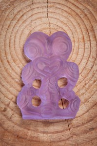 Purple tiki Product photography Anais Chaine professional Auckland photographer for Auckland museum www.anaischaine.com