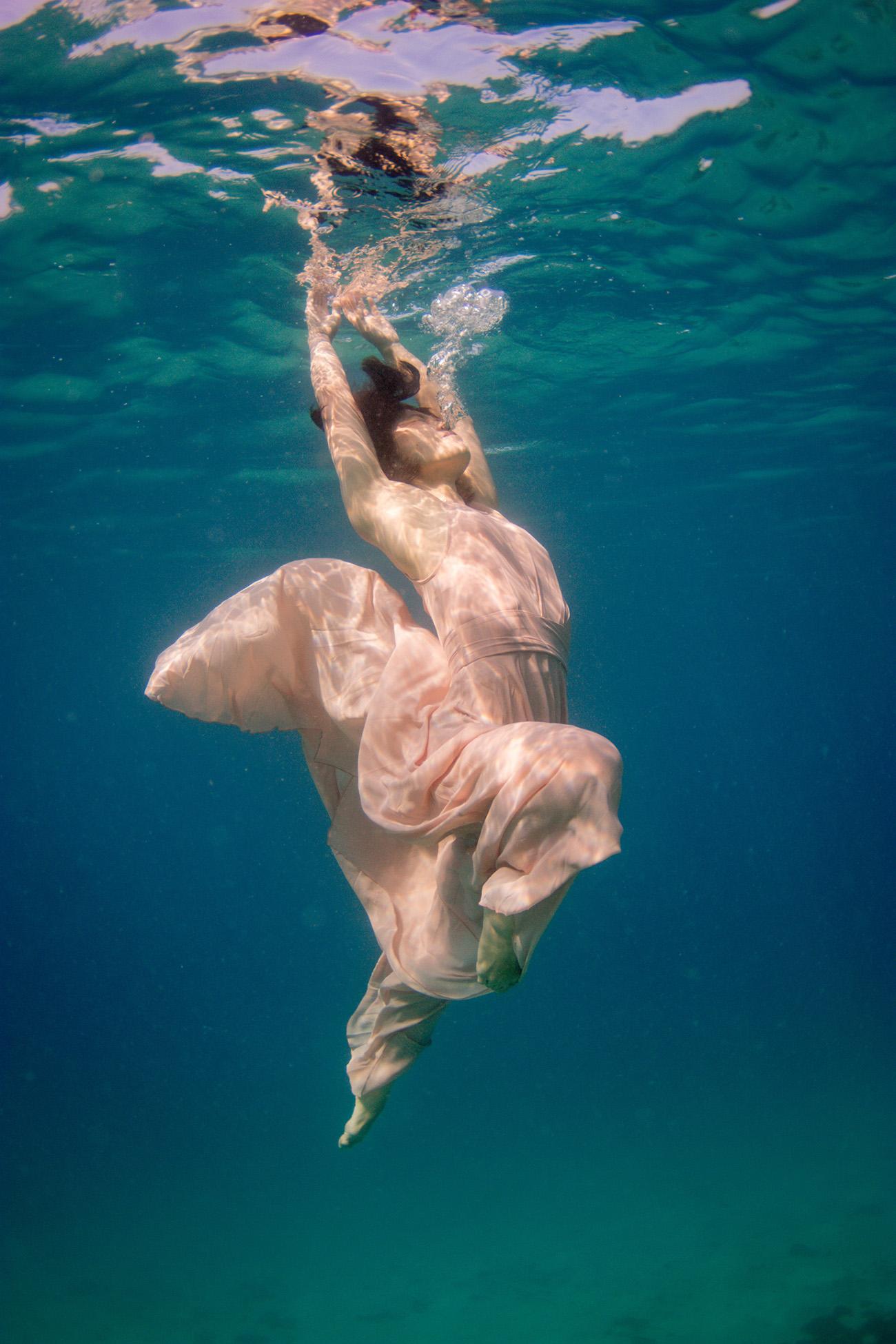 Bride underwater for her photoshoot