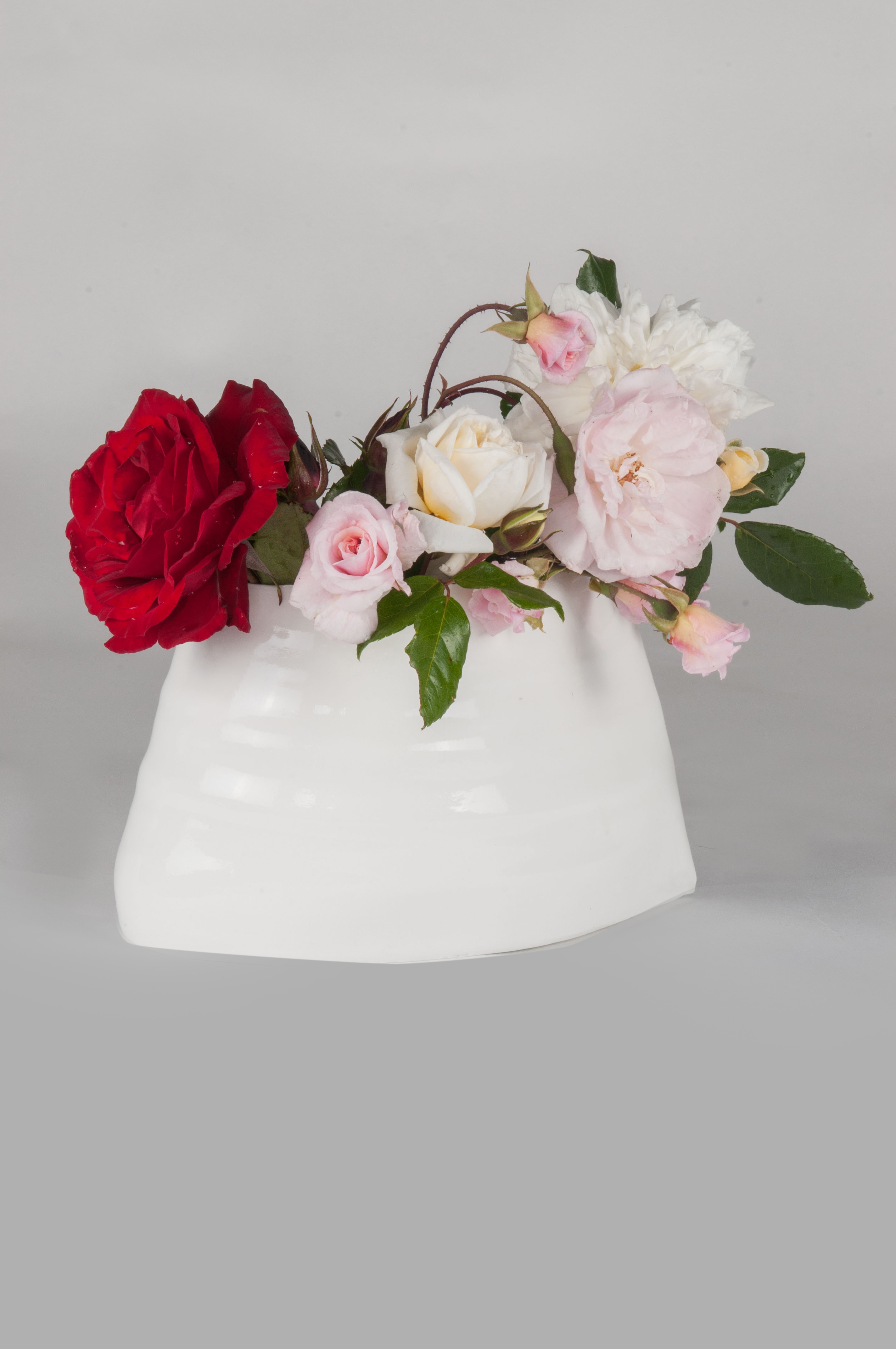 Nadine Spalter, white vase with bunch of roses, studio art reproduction porcelaine artist in Auckland, NZ
