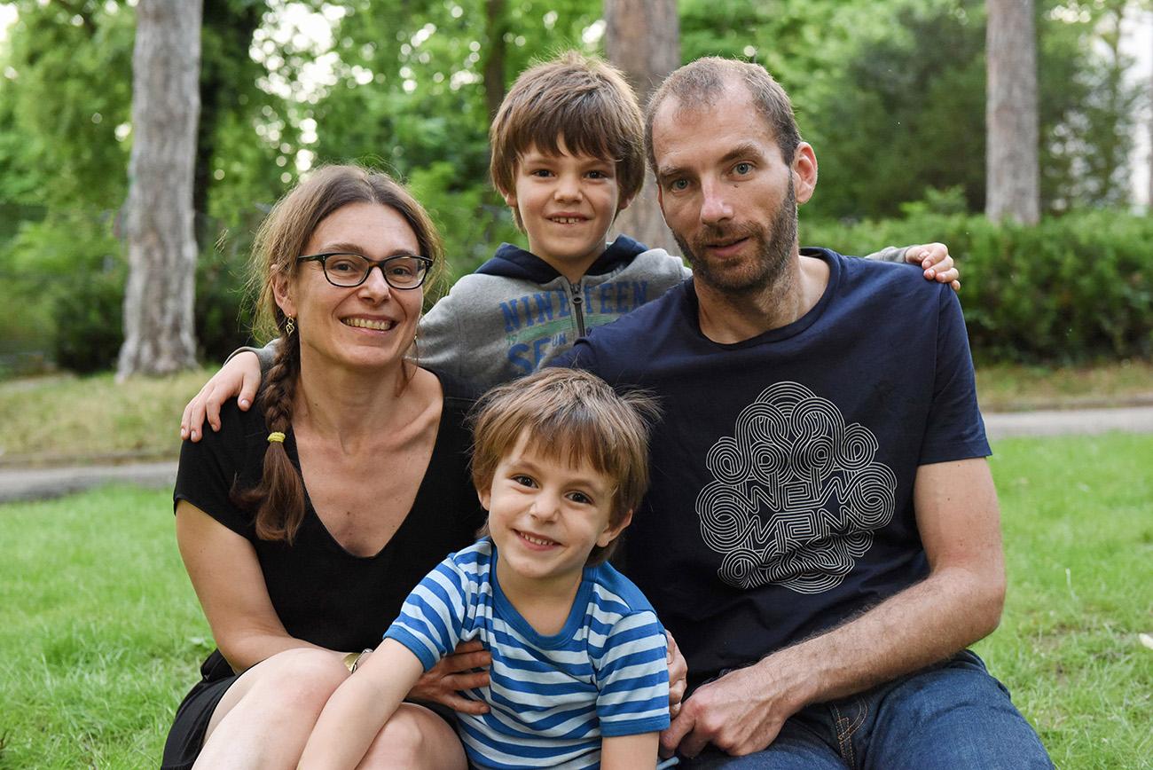 portrait de famille a Lyon avec les parents et les enfants