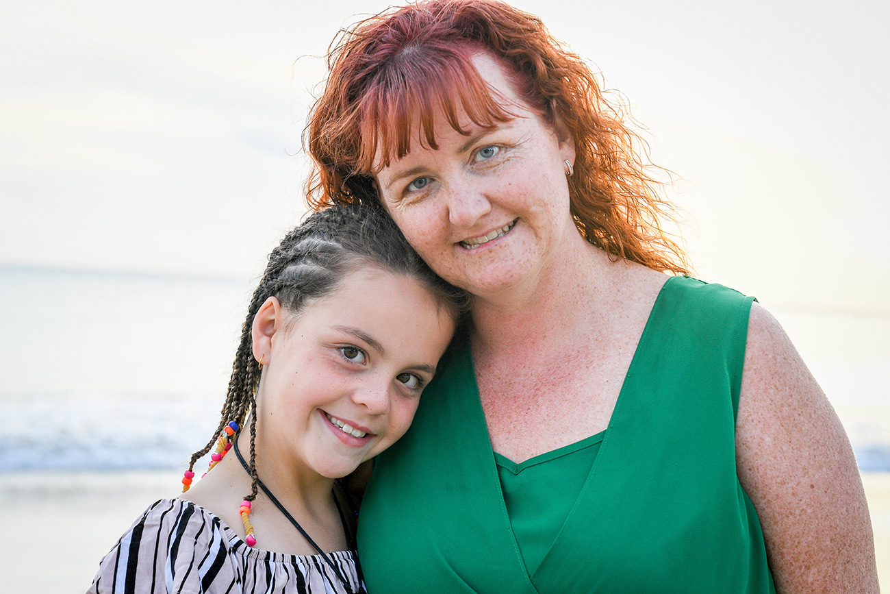 Red haired mum and daughter pose for family photoshoot in Fiji